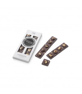 Šokoladas su migdolais, lazdyno riešutais ir razinomis